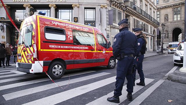 Спасатели и сотрудники французской полиции. Архивное фото