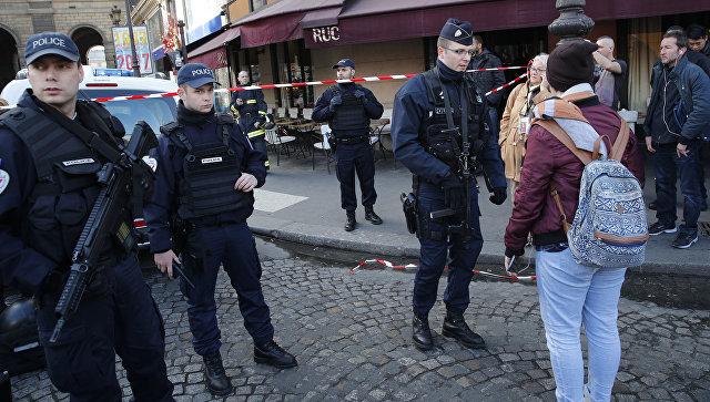 Внападении навоенный патруль около Лувра подозревали выходца изЕгипта