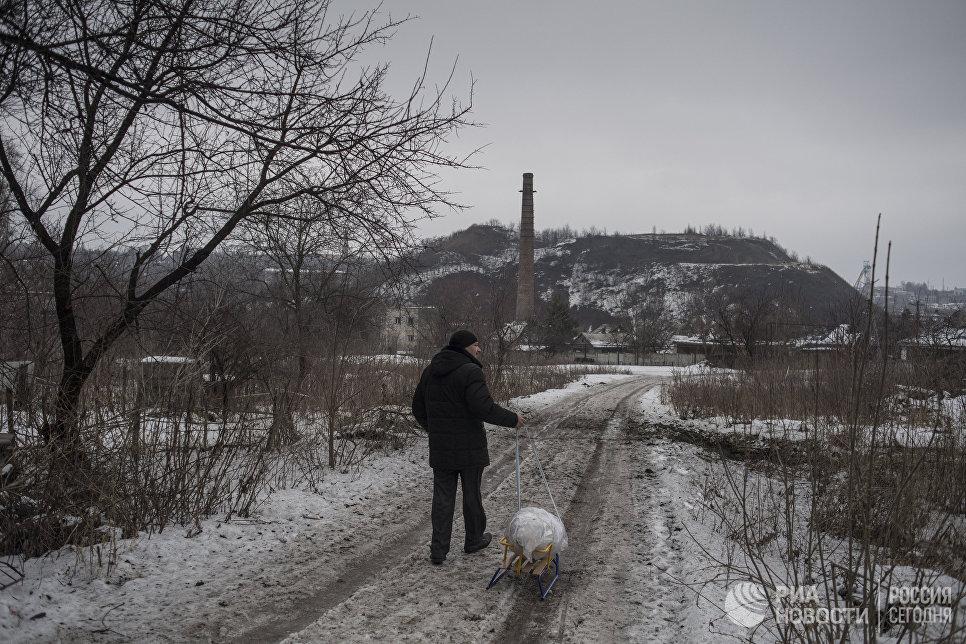 Мужчина на окраине Донецка