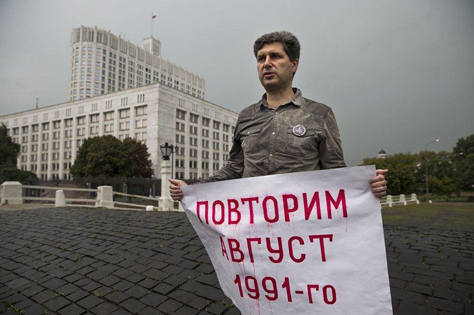 В столице задержали оппозиционера Марка Гальперина