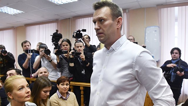 Политик Алексей Навальный перед началом заседания Ленинского районного суда Кирова, где будет оглашен приговор по делу Кировлеса. Архивное фото