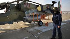 Предполетная подготовка вертолета Ка-52 Аллигатор. Архивное фото