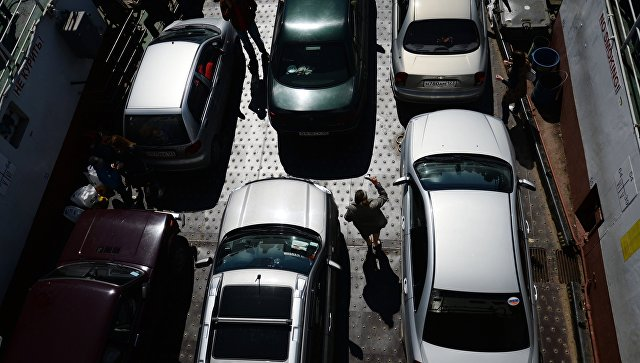 Автомобили на пароме Керченской паромной переправы. Архивное фото