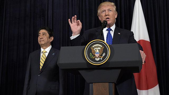 Президент Дональд Трамп и премьер-министр Японии Синдзо Абэ. Штат Флорида, 11 февраля 2017