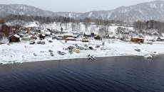 Поиски вертолета Робинсон, потерпевшего крушение и упавшего в Телецкое озеро (Республика Алтай). Архивное фото