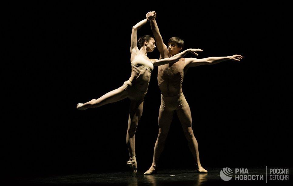 Солисты Пермского театра оперы и балета Ксения Барбашева и Александр Таранов выступают на вечере балета Танцы о любви