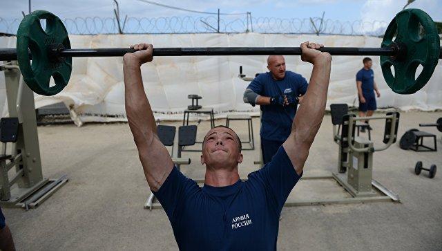 Российские военнослужащие занимаются физической подготовкой на авиабазе Хмеймим в Сирии. Архивное фото