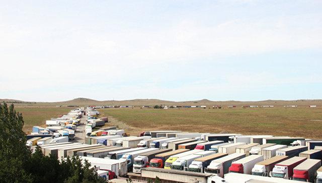 Керченская переправа страдает отнепогоды: фуры стоят подвое суток