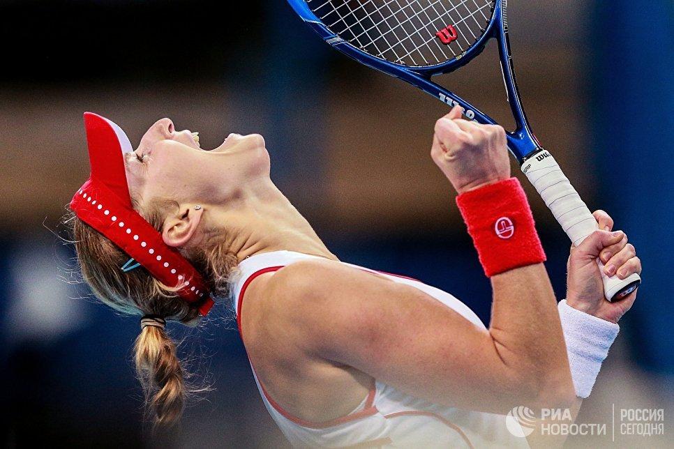 Екатерина Макарова радуется победе в матче Кубка Федерации по теннису между командами России и Китайского Тайбэя