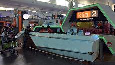 Информационная стойка в международном аэропорту Куала-Лумпура, где предположительно было совершено нападение на Ким Чен Нама