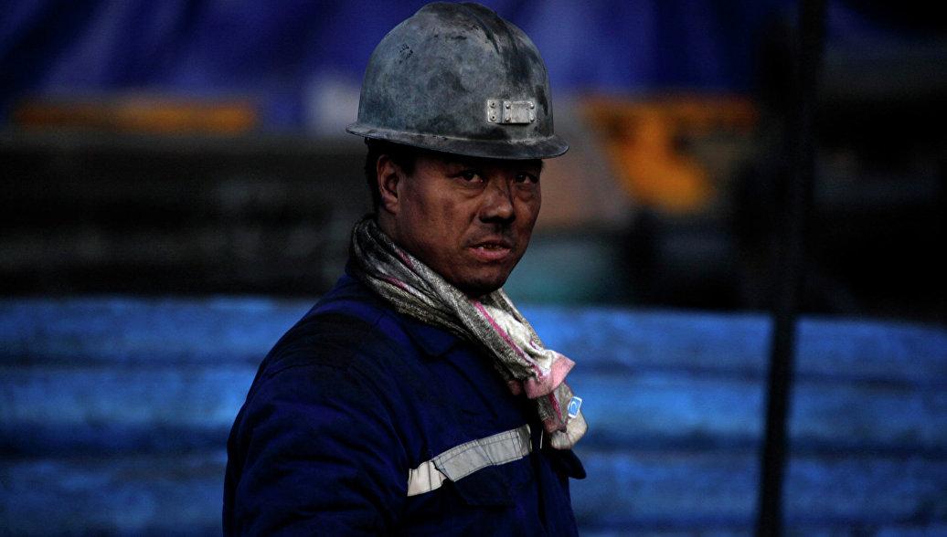 Китай в 2017 году закроет более 500 старых угольных шахт