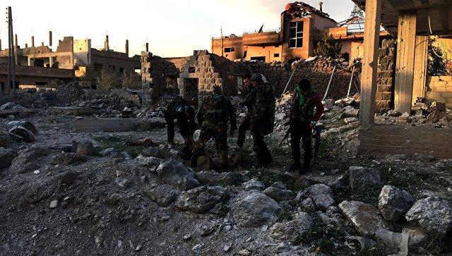 Военнослужащие Сирийской арабской армии на территории освобождённого населённого пункта Осман в провинции Дераа. Архивное фото