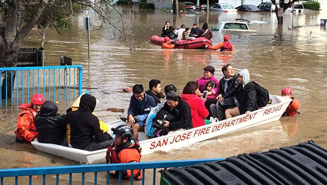 Иззатопленного дождями Сан-Хосе начали эвакуировать людей