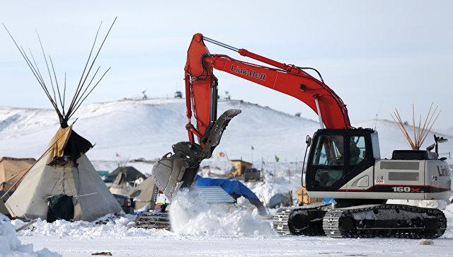 Противники возведения нефтепровода покинули палаточный лагерь— США