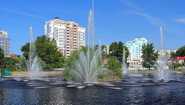 Комсомольский пруд с фонтанами в Липецке. Архивное фото