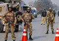 Пакистанские военные на улице Пешавара