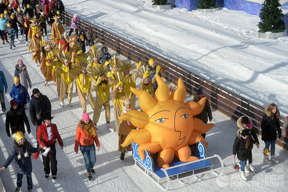 Парад солнца во время празднования Масленицы на ВДНХ