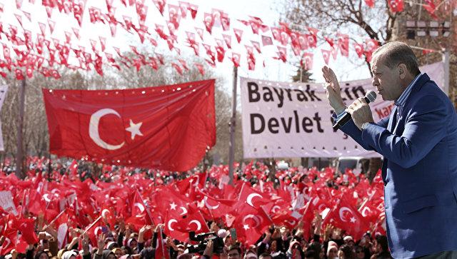 Президент Турции Тайип Эрдоган во время встречи со своими сторонниками в преддверии референдума о расширении полномочий президента. 19 февраля 2017