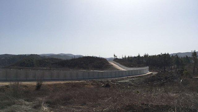 Турция построила неменее 550км бетонной стены вдоль границы сСирией