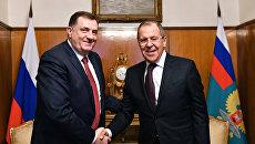 Министр иностранных дел РФ Сергей Лавров (справа) и президент республики Сербской Боснии и Герцеговины Милорад Додик во время встречи в Москве. Архивное фото
