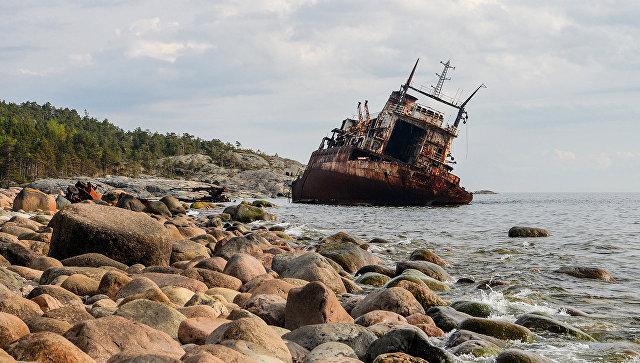Затонувший корабль. Архивное фото