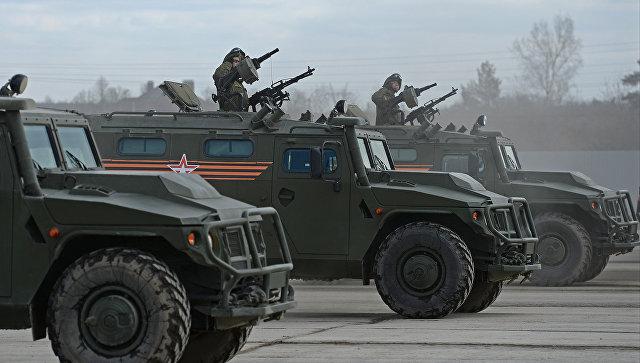 Бронеавтомобили Тигр на полигоне в Алабино во время совместной тренировки пеших и механизированных колонн к Параду Победы