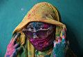 Участница фестиваля Холи в Барсане, Индия