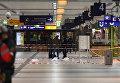 Полиция возле места нападения в вокзале в Дюссельдорфе, где мужчина с топором набросился на людей. 9 марта 2017 год