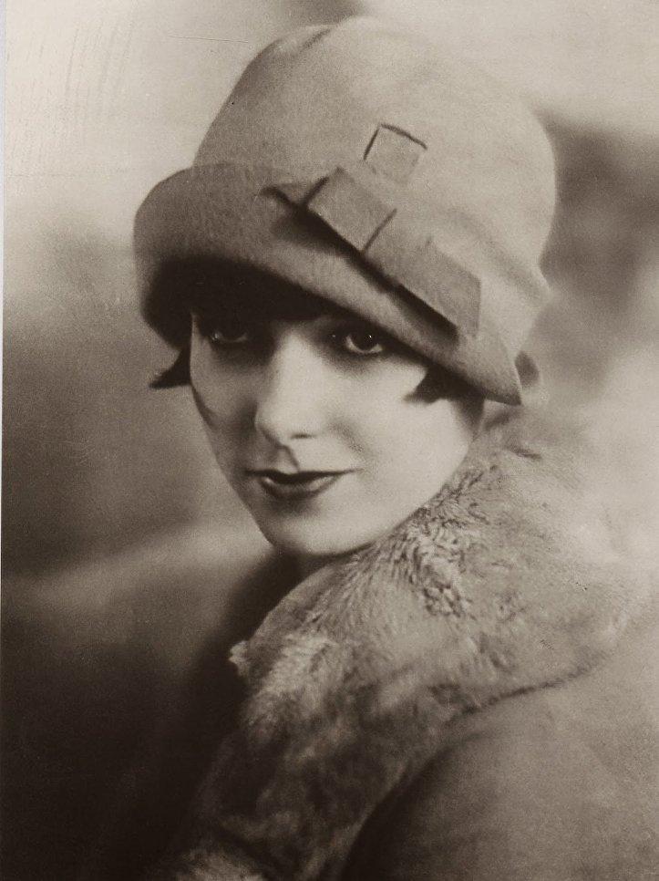 Актриса Луиза Брукс в модной фетровой шляпе-клош