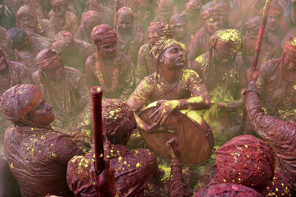 Празднование Холи в Нандгаоне, Индия