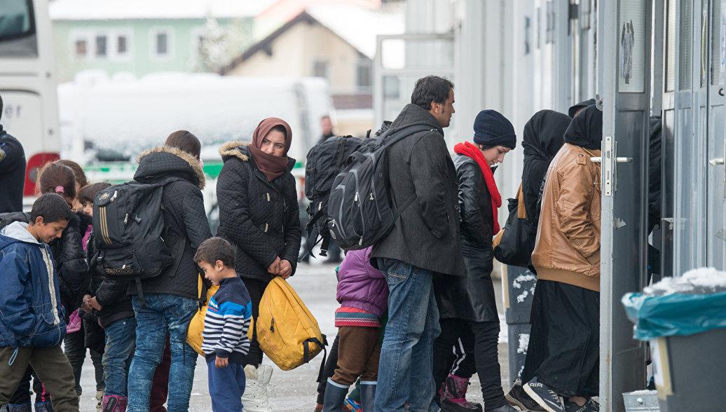 Еврокомиссар: Евросоюз расселил всего около 500 беженцев