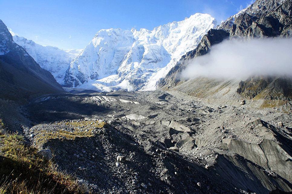 На территории заповедника расположен ледник Безенги – крупнейший в Европе. Его называют Ледяным королем Кавказа