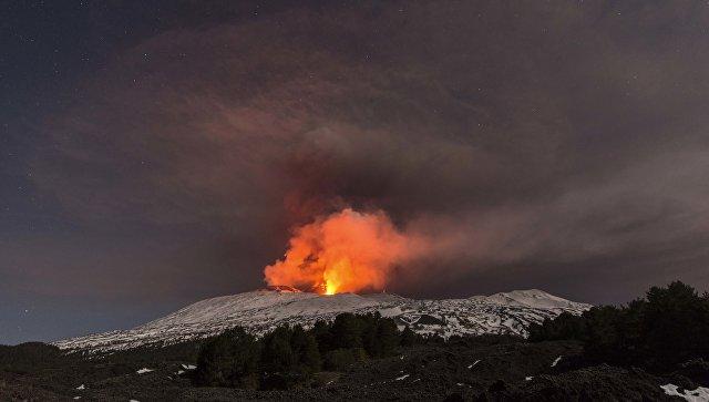 Из-за извержения Этны закрыт аэропорт Катании
