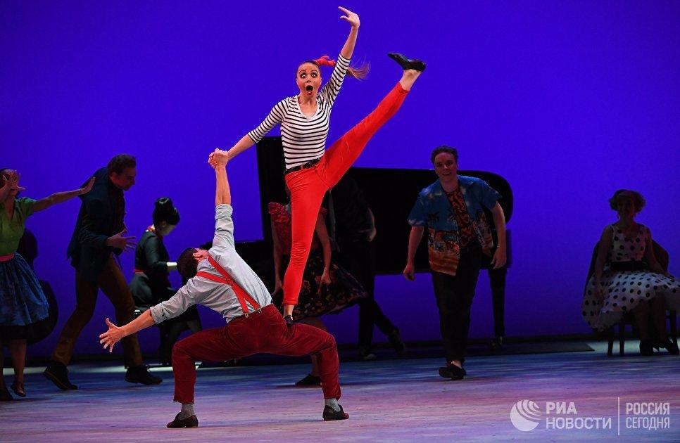Путин высоко оценил вклад ансамбля народного танца Моисеева вмировую культуру