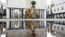 Во дворе здания президиума Российской Академии наук в Москве. Архивное фото