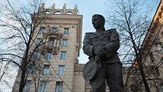 Памятник подводнику Александру Маринеско открыли в Санкт-Петербурге