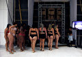 Модели размера плюс за кулисами Fashion Weekend Plus Size в Сан-Паулу, Бразилия