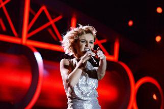 Певица Полина Гагарина выступает на музыкальном фестивале Песня года 2014 в СК Олимпийский