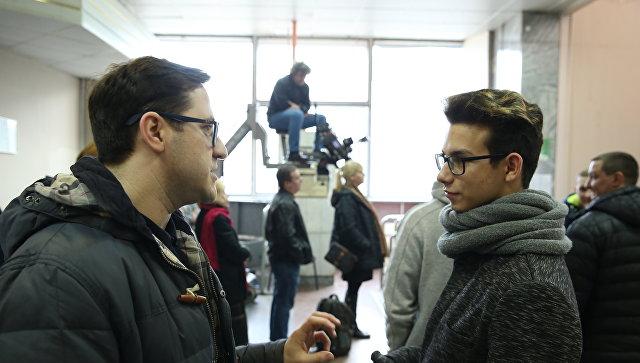 Участник конкурса Ты супер! Богдан Козлов во время экскурсии на съемочную площадку сериала По ту сторону смерти