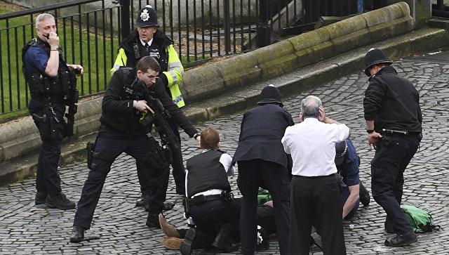 Спецслужбы на месте нападения у Вестминстерского дворца в Лондоне