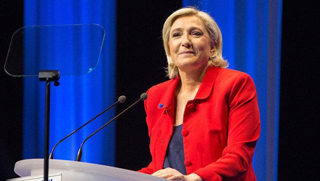 Лидер политической партии Франции Национальный фронт, кандидат в президенты Франции Марин Ле Пен выступает на митинге своих сторонников в Лилле