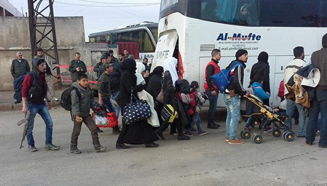 Вывод боевиков из квартала Аль-Ваер в сирийском городе Хомс. 27 марта 2017