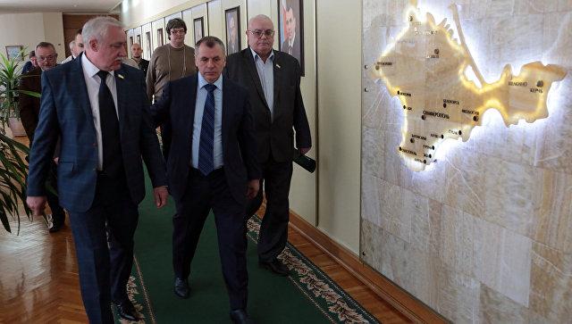 Председатель Госсовета Республики Крым Владимир Константинов во время встречи с делегацией немецких политиков и бизнесменов посетивших Крым
