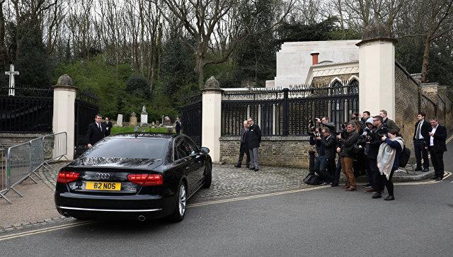 Джорджа Майкла похоронили рядом сего домом встолице Англии