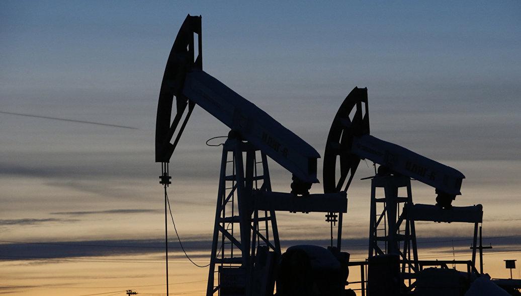 Москва сокращает добычу нефти по соглашению с ОПЕК