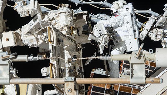 Следующий плановый выход в открытый космос с МКС перенесен ...: https://ria.ru/science/20170413/1492215808.html