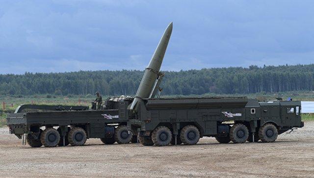 Ракетный комплекс Искандер-М во время демонстрационного показа военной техники на полигоне Алабино на Международном военно-техническом форуме Армия-2016