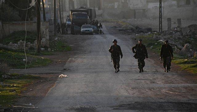 Бойцы сирийской армии в поселке Мадждаль к северу от города Хама. Архивное фото