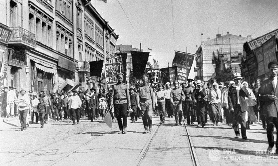 Демонстрация 1 Мая 1917 года во Владивостоке на Светланской улице
