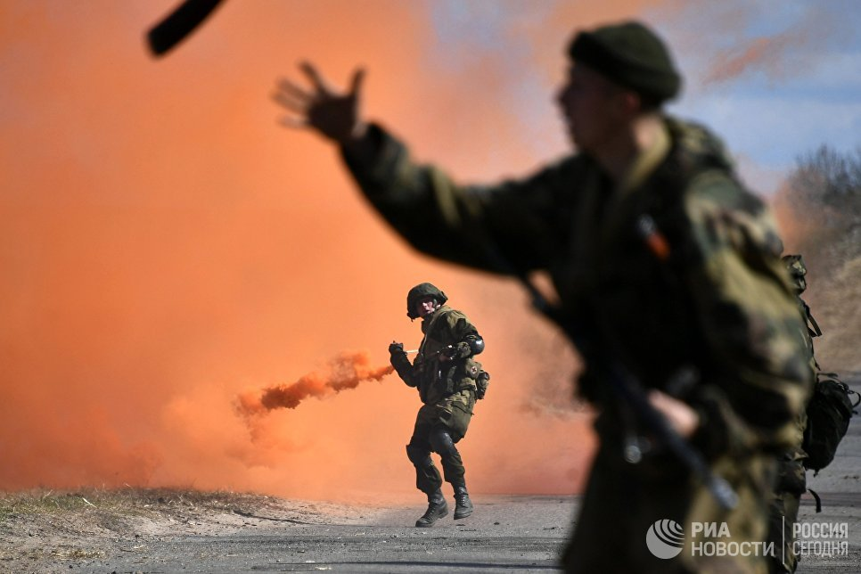 Военнослужащие во время совместных тактических учений подразделений ВДВ РФ и ССО ВС РБ в Витебске